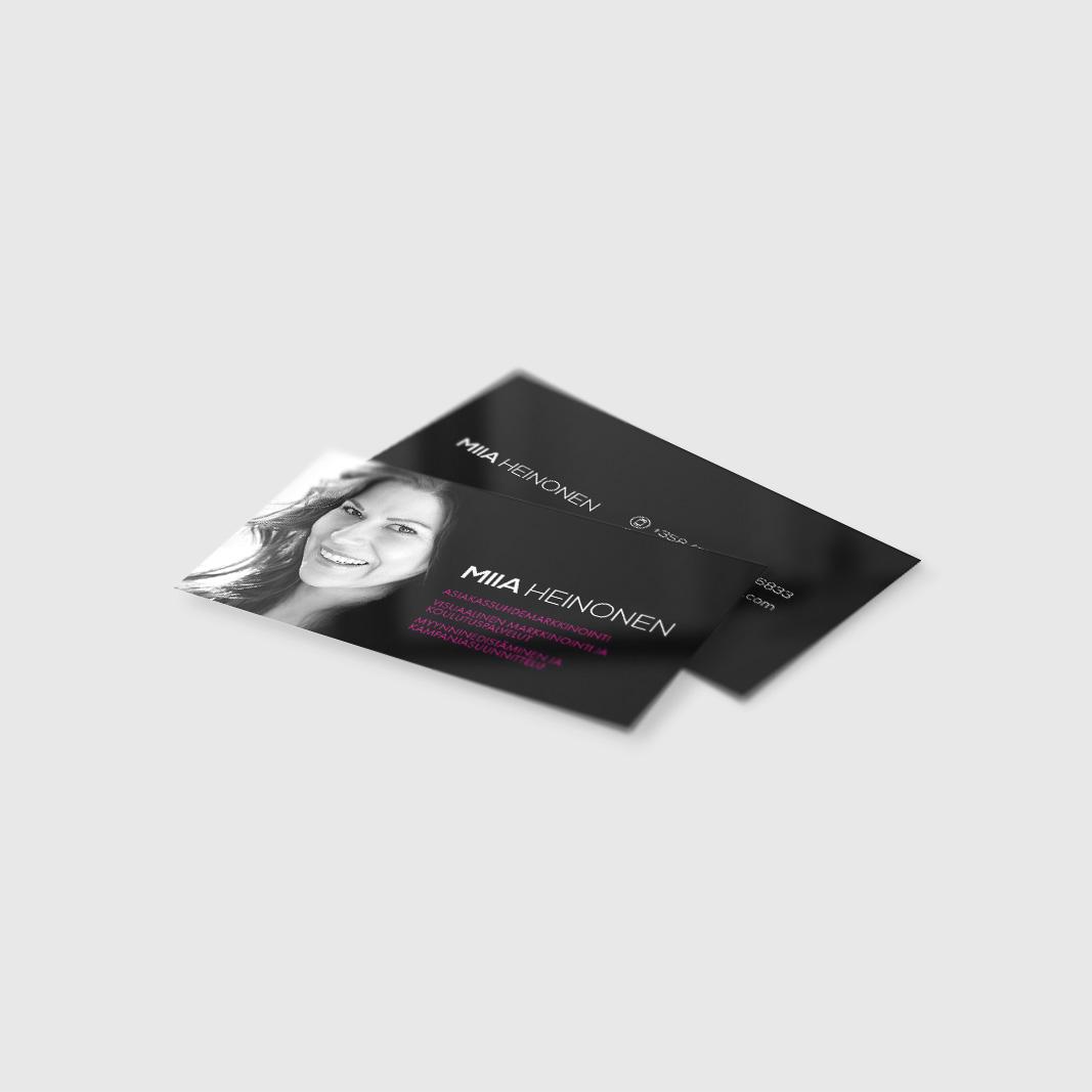 Miia Heinoselle käyntikortit taskuun. Tässäpä ahkera nainen jonka alaa on mm. asiakassuhdemarkkinointi, visuaalinen markkinointi ja koulutuspalvelut sekä myynninedistäminen ja kampanjasuunnittelu. Kysele lisää jos tarvitset näissä apuja!