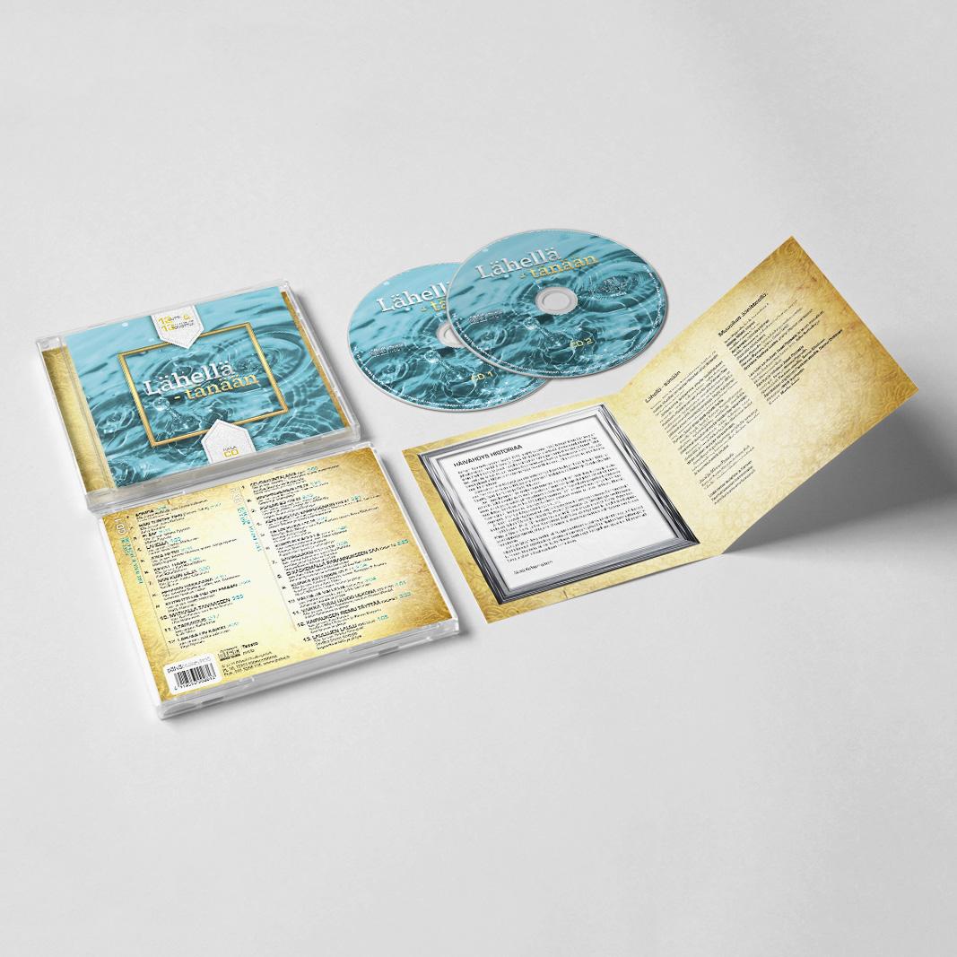 """Kansisuunnittelu tupla-CD:hen toteutettu. """"Lähellä – tänään"""" -CD (Päivä Oy 2015). Kannet pohjautuvat samannimiseen kirjaan, jolle myös suunnittelin kannet. Näissä tietty yhdenmukaisuutta kansikuvan ja nimen osalta. http://www.nettikirjakauppa.com/lahella-tanaan-poycd365.html"""
